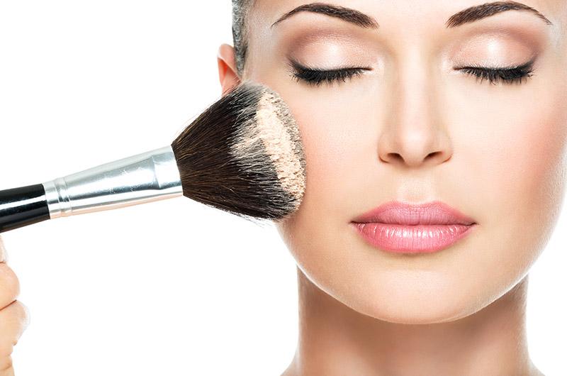 Esthéticienne maquillage